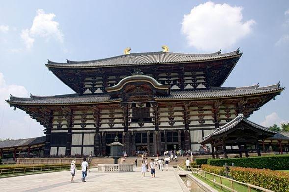 東大寺大仏殿(A.Savin撮影, Wikimedia Commonsより)