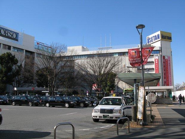 浦和駅西口から埼玉県庁舎までの通りは「県庁通り」と呼ばれる。