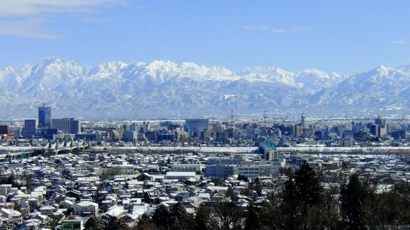 富山市街(タチヤマカムイさん撮影、Wikimedia Commonsより)