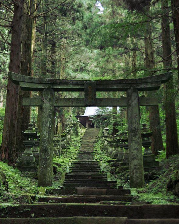 上色見熊野座神社(ageo_akaihanaさん撮影、Wikimedia Commonsより)