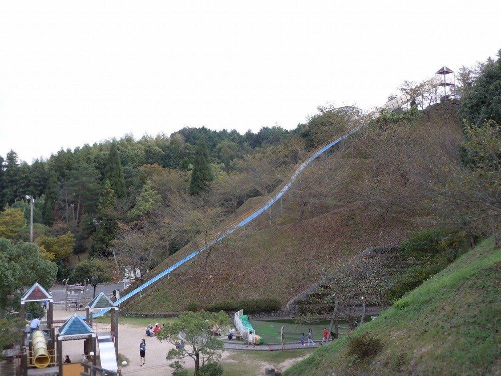「日本一危険な滑り台」(今治市提供)