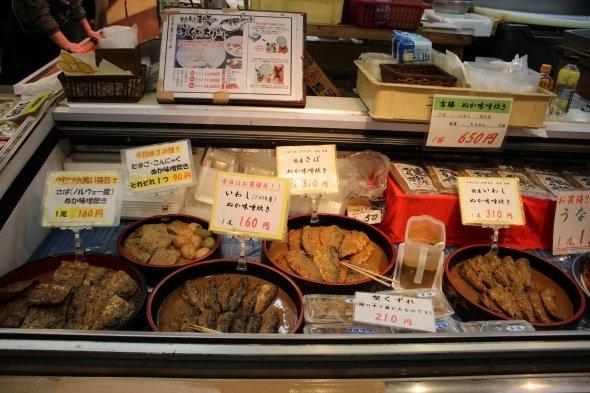 名物のぬか味噌炊きは、小倉城主小笠原家が伝えた食文化だという。お店のオーナーはなんと東京からの移住者