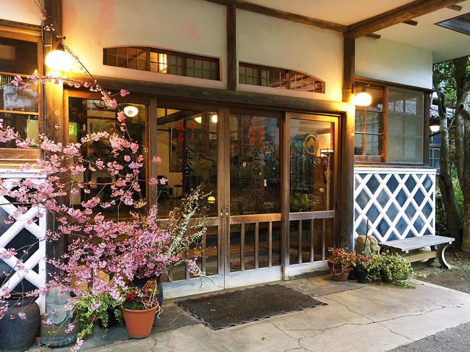 歴史と美しさを感じる旅館の入口