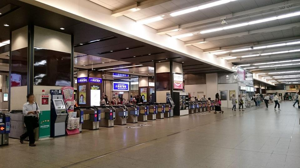 阪急梅田駅 3階中央改札口(Mihimaru Vistaさん撮影, Wikimedia Commonsより)