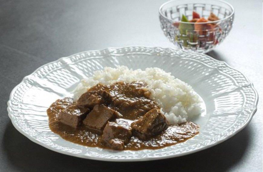 ビーフカレーなど、昔ながらの「洋食」メニューが提供される
