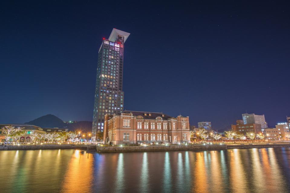 門司港の夜景を、花火とともに堪能できる