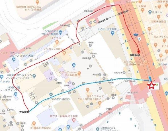 大阪駅から梅田駅のルート。赤が徒歩で、青が車だ (C)Google