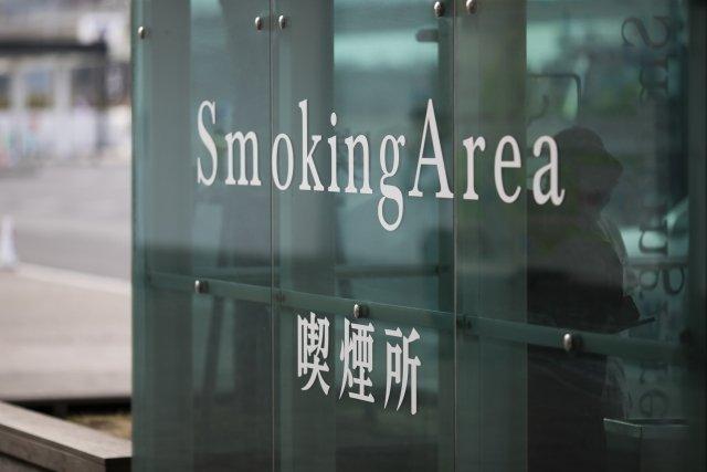 煙の問題から、屋内型の喫煙所も増えてきた