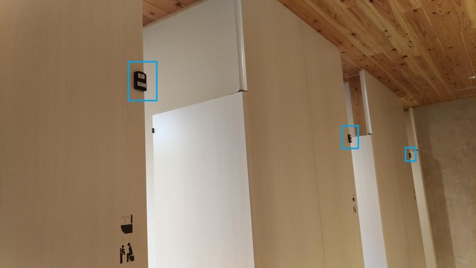 トイレの扉に開閉センサーが設置され、情報をタイムリーに発信している