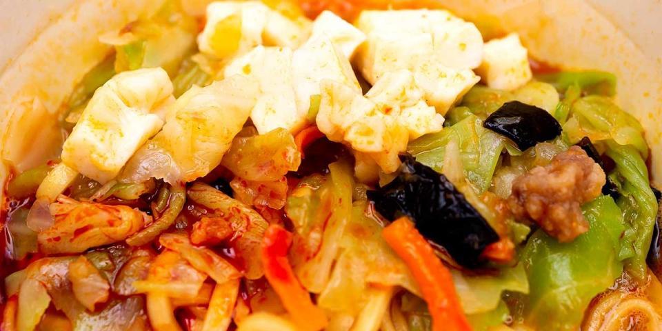 「中本」の具は豆腐とキャベツが多い