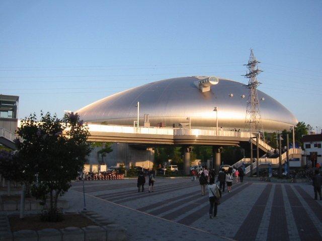 札幌ドーム(モンモンさん撮影、Wikipedia commonsより)