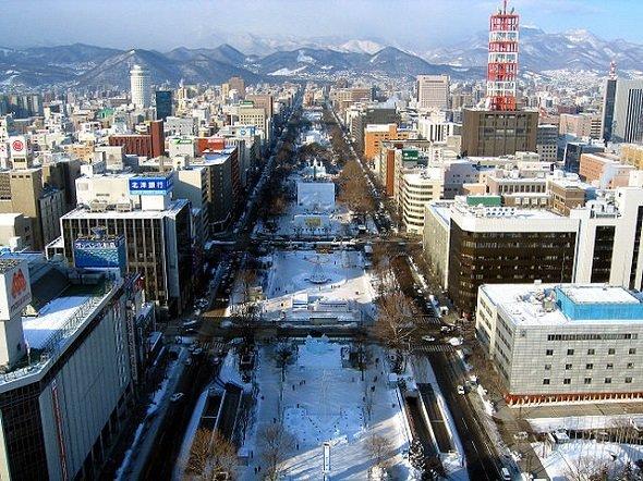 冬の札幌・大通公園(Nknsさん撮影、Wikimedia Commonsより)