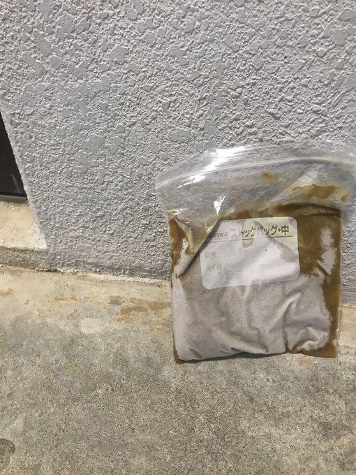 外に置かれたカレー(画像はかりん@karin_y2924さん提供)