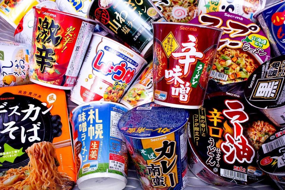 セイコーマートの大量のオリジナルカップ麺