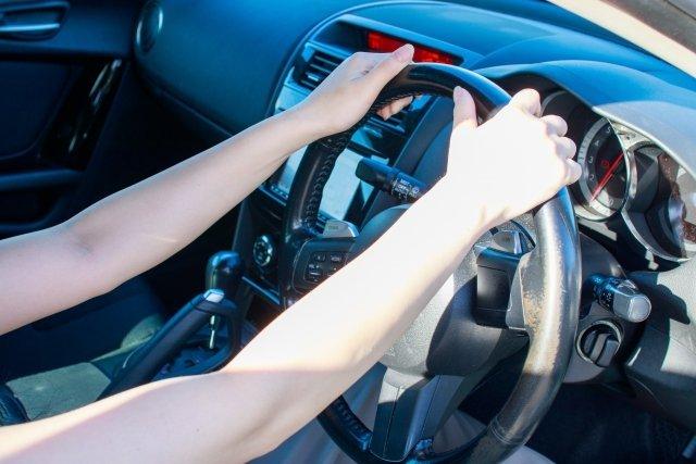 夏の車内は危険がいっぱい(画像はイメージ)