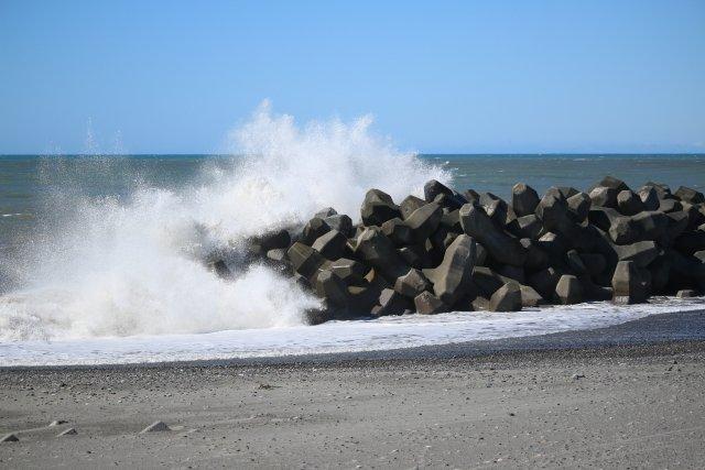 波のエネルギーを吸収し分散しているそう(画像はイメージ)