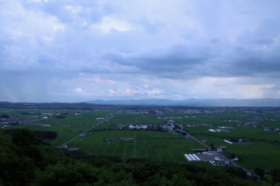 規則正しく並ぶ水田が美しい東川町(キトウシ展望閣から撮影)