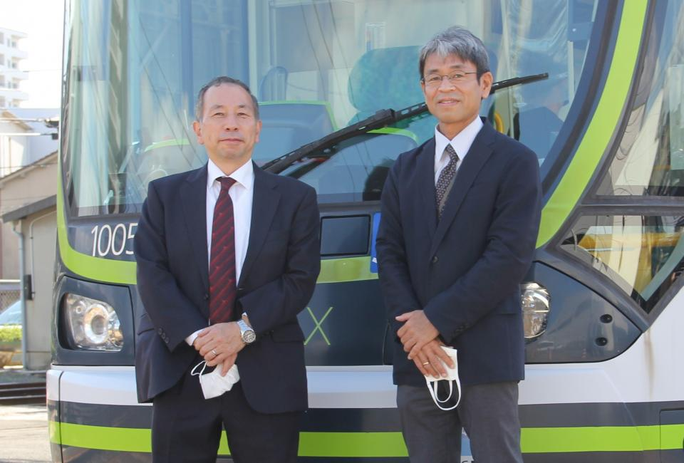 東京大学・須田義大教授(写真左)中電技術コンサルタント・山崎俊和課長(同右、編集部撮影)