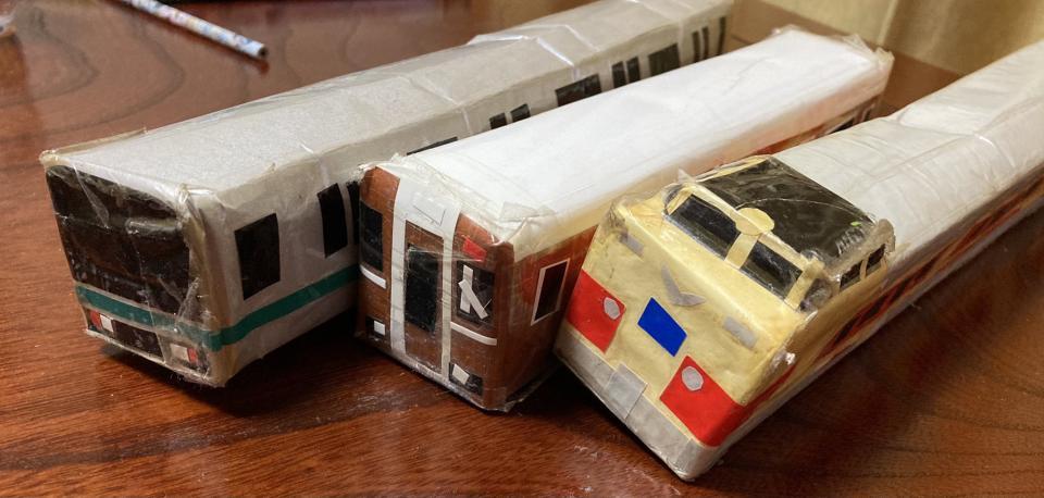 奥に写っている車両は、緑色のラインをまとっている。JR常磐線の電車だろうか(画像はめるママっくすさんから)