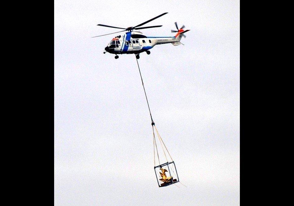 金のシャチホコが空に(画像はタチバナアレン@eli_sseさん提供、編集部で一部トリミング)