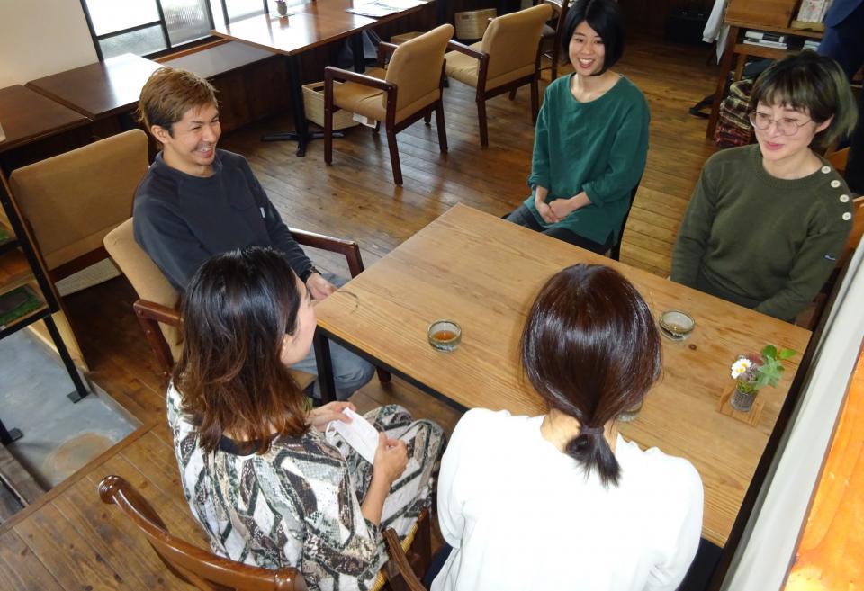 (右下から時計回りに)近藤牧子さん、石丸千晴さん、櫻井啓太さん、櫻井明日香さん、近藤優依さん