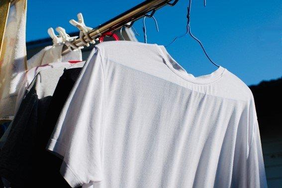 「リビングを襲撃する鼻をつんざくようなニオイ。隣人が洗濯するたびに、体調が悪くなります」(東京都・30代女性)