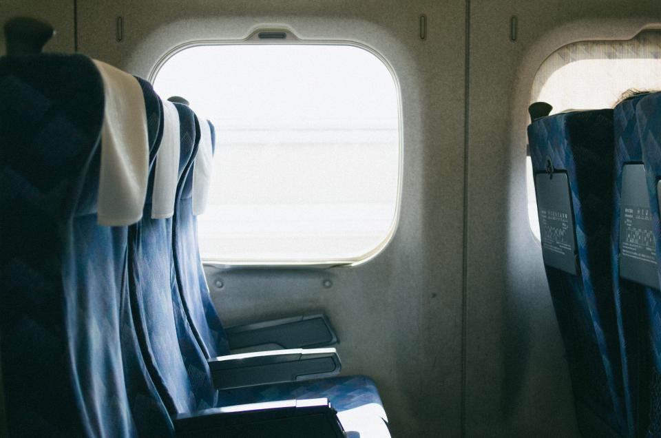「『自分の席がわからないの?』新幹線内で、おじさんが『見下すような態度』を...。そこ私の席だし、謝罪もないのね」(東京都・30代女性)