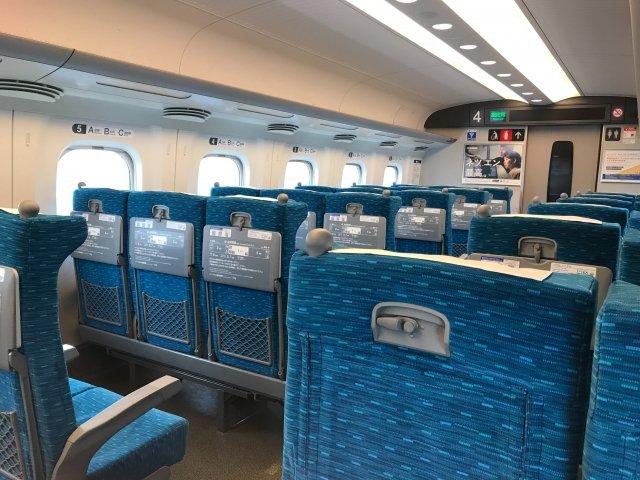 「『通路側に座りたいから、あなたは真ん中に移って』。新幹線の指定席に座っていたら、知らない女性が話しかけてきて...」(埼玉県・40代男性)