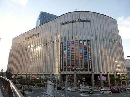 ヨドバシ梅田店(Tokumeigakarinoaoshimaさん撮影、Wikimedia Commonsより)