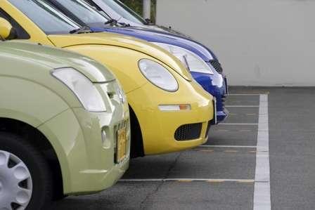 車を複数台所有する隣人の影響で…(画像はイメージ)