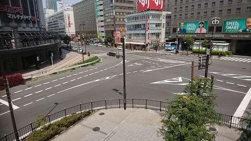 緊急事態宣言発令後の梅田駅周辺。「うみあ」(@umia8241)さんのツイートより