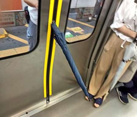 「駆け込み傘」(画像は照井のテリー(@terui_fc)さんから)