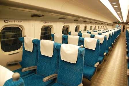 新幹線の3列シートをめぐって怒り噴出…(画像はイメージ)