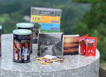 ハイチュウ、プリングルズが九州の観光ガイドに! 西鉄×森永がコラボ開発「食べるガイドブック」とは