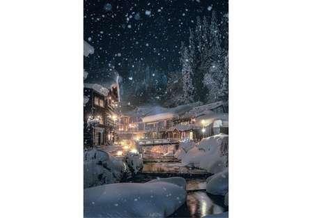 まるで絵画みたい... 雪の銀山温泉を映した写真が美しすぎると話題に