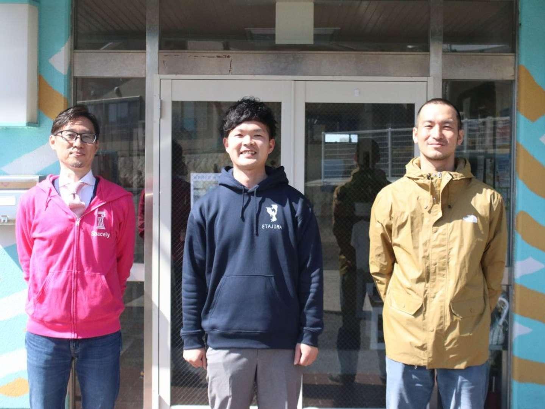 取材の行われたコミュニティスペース「フウド」にて。 左から、スペースリーの藤原さん、江田島市職員の千葉さん、フウド代表理事の後藤さん