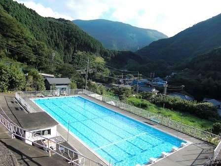 このプール「源泉かけ流し」です 「泳いでもOK」な夢のような温泉が西伊豆にあった