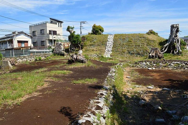 高尾山古墳 (沼津市) 全景(Saigen Jiroさん撮影、Wikimedia Commonsより)