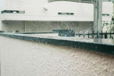 「雨で濡れて冷たく、気持ち悪い」←山形県民なら、一言で表現できるらしい【標準語では説明できない方言】