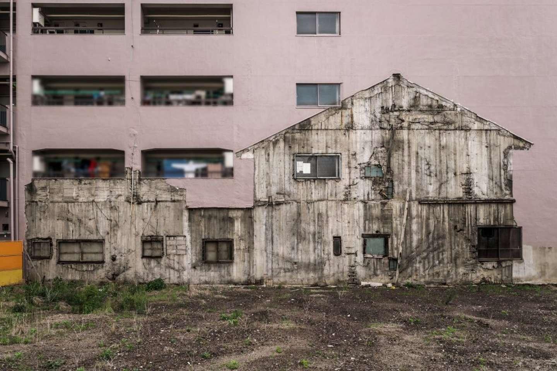 正面から見ると廃墟の家があるように見えるが......(画像はtoshibo@JIYUKENKYU_jpさんのツイートより)