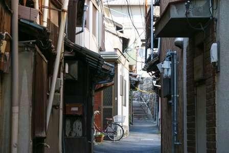 「自治会入会を拒否したら村八分に。家の前で陰口をたたかれ、ゴミ捨て場さえ...」(埼玉県・50代女性)