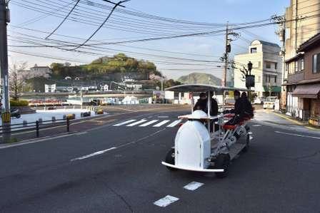 「16人乗り自転車」が広島に登場 全員でペダルを回し、尾道の街を巡る