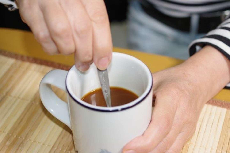 コーヒーに砂糖がとごってる?(画像はイメージ)