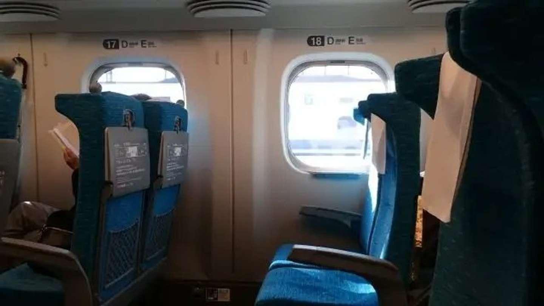 「指定席車両で、私のカバンに土足で座る子供。ぎょっとして親に声をかけると『席がとれなかった』と悪びれもせず...」(奈良県・30代女性)