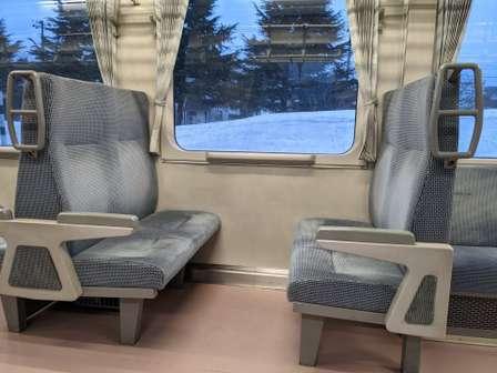 4人掛けシートに…(画像はイメージ)