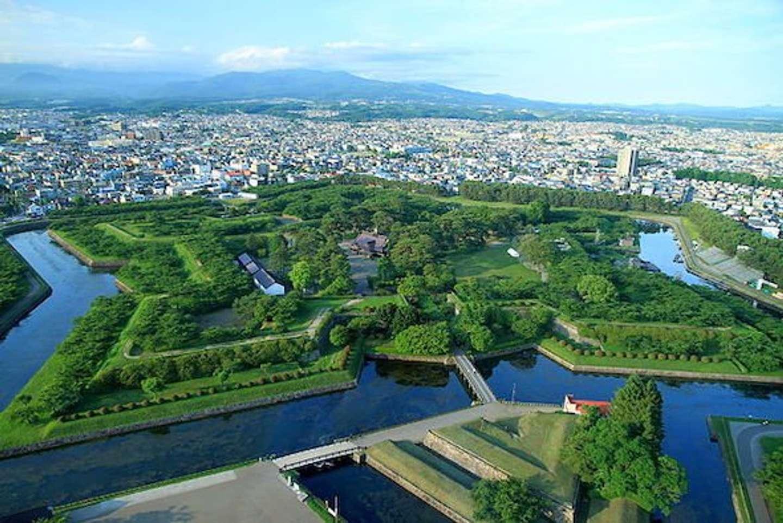 特別史跡五稜郭。五稜郭タワー2階より望む(京浜にけさん撮影、 Wikimedia Commonsより)