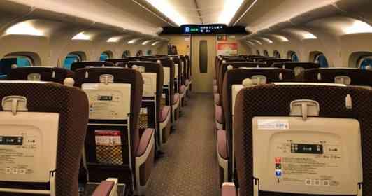 「新幹線で嘔吐した息子を見て、隣の女性が『子供って、ところ構わず吐くねん』。そして...」(愛知県・60代女性)