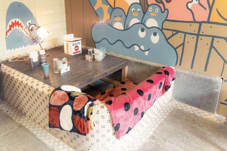 浴槽が掘りゴタツ風の客席に!(以下、画像は三谷ユカリ@mitsuyuka_lpさんのツイートより)