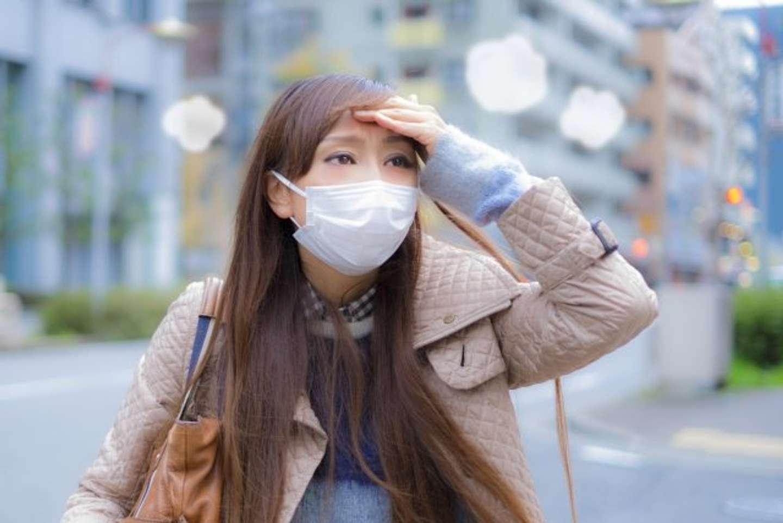 マスクで頭痛が...(画像はイメージ)