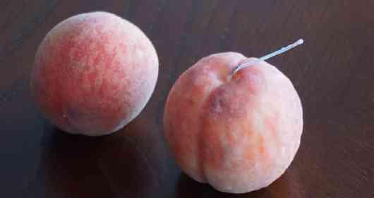 間違えてかぶりつきそう... キャンドルアーティストが作った「桃」が驚愕のクオリティ